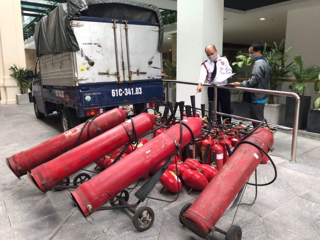 An Bảo Việt Nạp Bình Chữa Cháy Cho Trường Đại Học Tại Tp.hcm