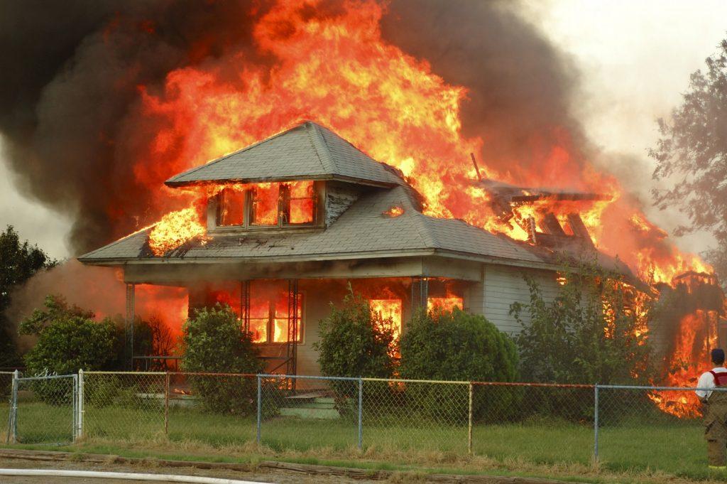 Cháy nhà mùa khô